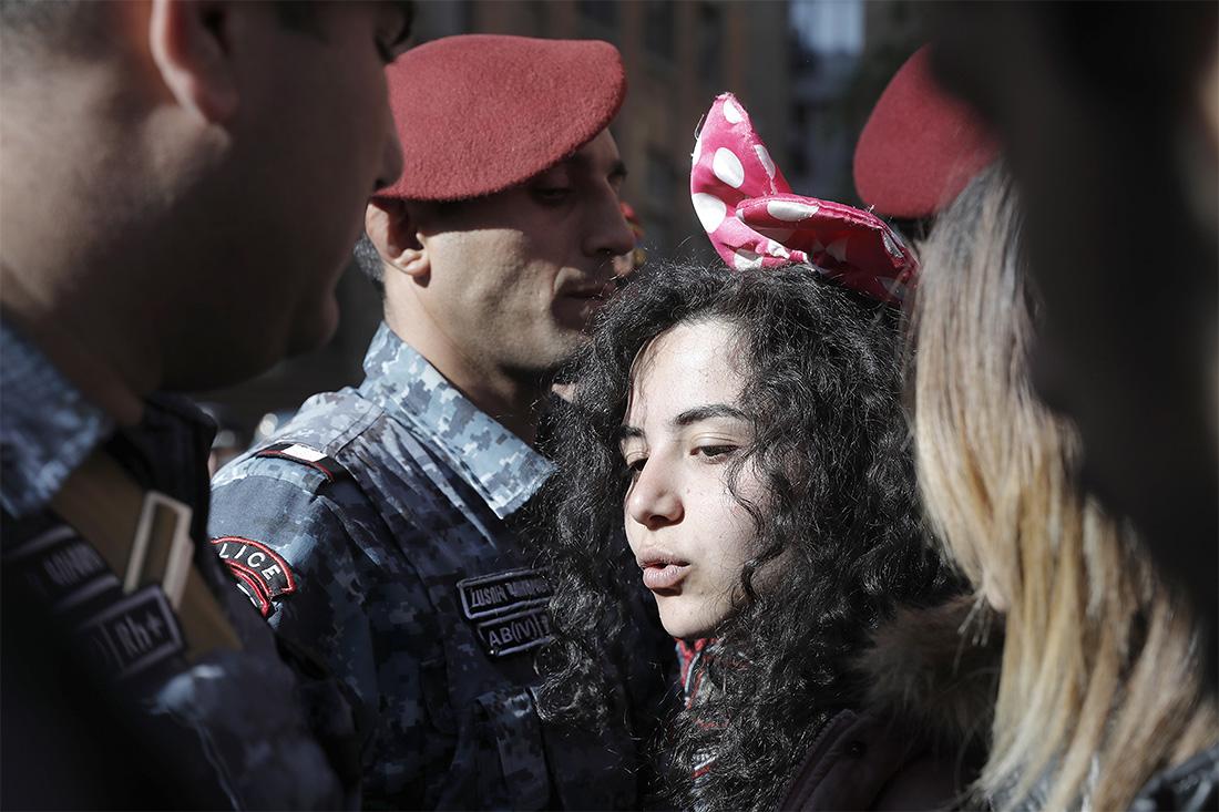 """17 апреля лидер оппозиционного движения, протестующего против кандидатуры Саргсяна на пост премьера, заявил о создавшейся в республике """"революционной ситуации"""""""