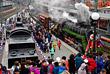 """Ретропоезд """"Победа"""" во время прибытия на железнодорожный вокзал Владивостока в рамках празднования 73-й годовщины Победы в Великой Отечественной войне"""