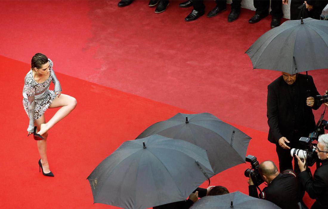 Актриса Кристен Стюарт на красной дорожке Каннского кинофестиваля