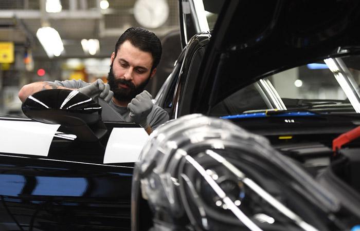 Porsche приостановил продажи новых автомобилей в Европе
