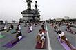 """День йоги на палубе индийского авианосца """"Вираат"""""""