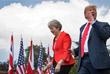 """Тем временем Трамп и британский премьер-министр Тереза Мэй ответили на вопросы журналистов в загородной резиденции премьер-министра Великобритании. """"Эта невероятная женщина проделывает фантастическую работу"""", - сказал Трамп о Мэй на совместной пресс-конференции."""