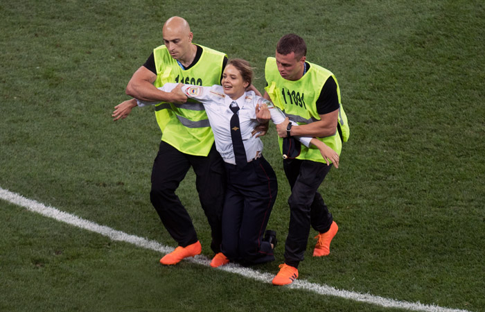 Участница Pussy Riot получила 15 суток ареста за акцию на финале ЧМ-2018