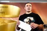 Украинский боксер Усик, победивший россиянина Гассиева, отказался от госнаграды