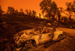 По меньшей мере десять человек погибли в результате охвативших Калифорнию пожаров. Еще 19 человек числятся пропавшими без вести.