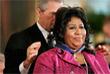 Джордж Буш награждает певицу Президентской медалью Свободы. 2005 год.