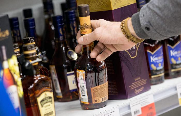 Эксперты предложили повысить минимальные цены на коньяк и установить их на вино