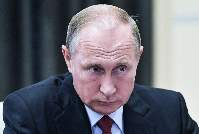 Путин заявил, что убийство Захарченко не поставит народ Донбасса на колени