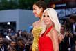Модель Ирина Шейк и глава модного дома Versace Донателла Версаче