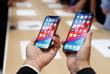 Смартфоны по-прежнему оснащены функцией FaceID, которая позволяет им распознавать хозяина по лицу и автоматически разблокировать экран. Экраны iPhone Xs и iPhone Xs Max устойчивы к внешнему воздействию, устройства поддерживают стандарт защиты от воды и пыли IP68 и могут пережить даже падение в морскую воду. В новые смартфоны встроены шестиядерные процессоры Apple A12 Bionic, созданные по 7-нанометровой технологии. Устройства будут доступны в вариантах с 64, 256 и 512 Гб памяти.