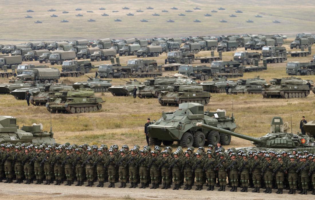 """Основная фаза маневров """"Востока-2018"""" завершилась парадом. В нем приняли участие войска Восточного и Центрального военных округов ВС России, а также подразделения от Народно-Освободительной армии Китая и ВС Монголии."""