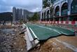 Разрушенная дорога в Гонконге