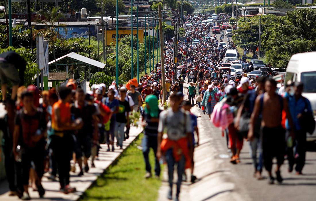 Беженцы вышли из Гондураса и двигаются через Гватемалу, намереваясь попасть в США с территории Мексики