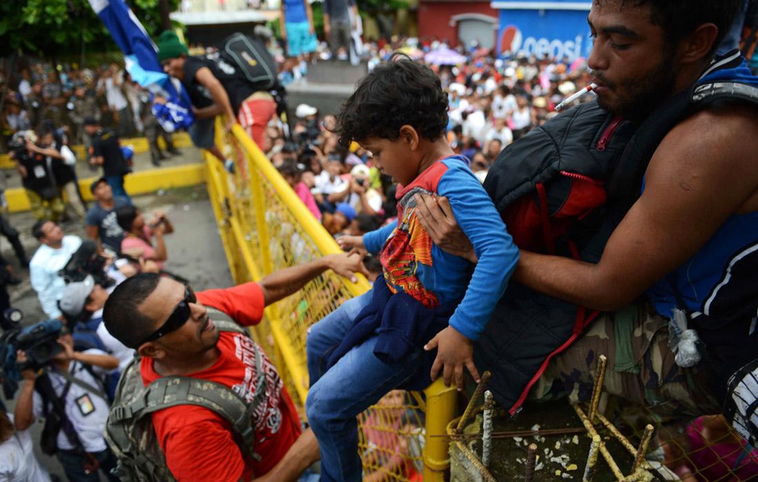 22 октября президент США Дональд Трамп объявил, что Вашингтон сокращает объемы помощи Гватемале, Сальвадору и Гондурасу в связи с неспадающим потоком мигрантов, прибывающих в США через южную границу