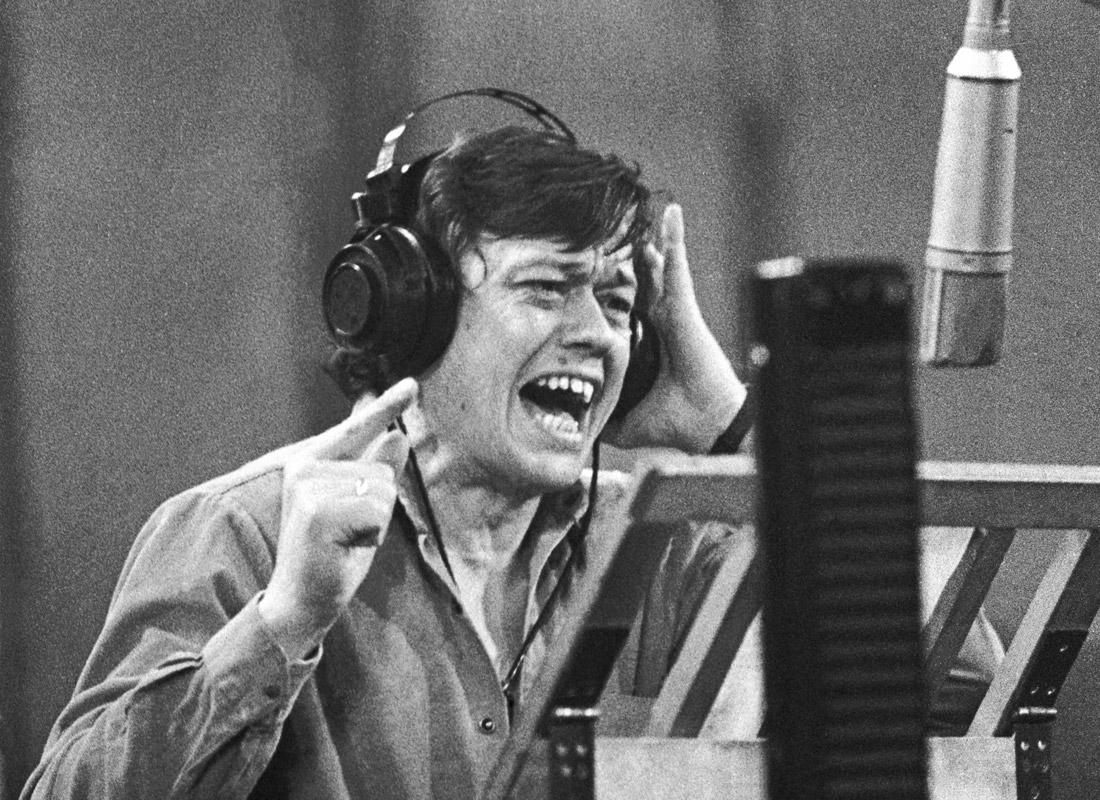 Николай Караченцов во время записи песни. Март 1985 года.