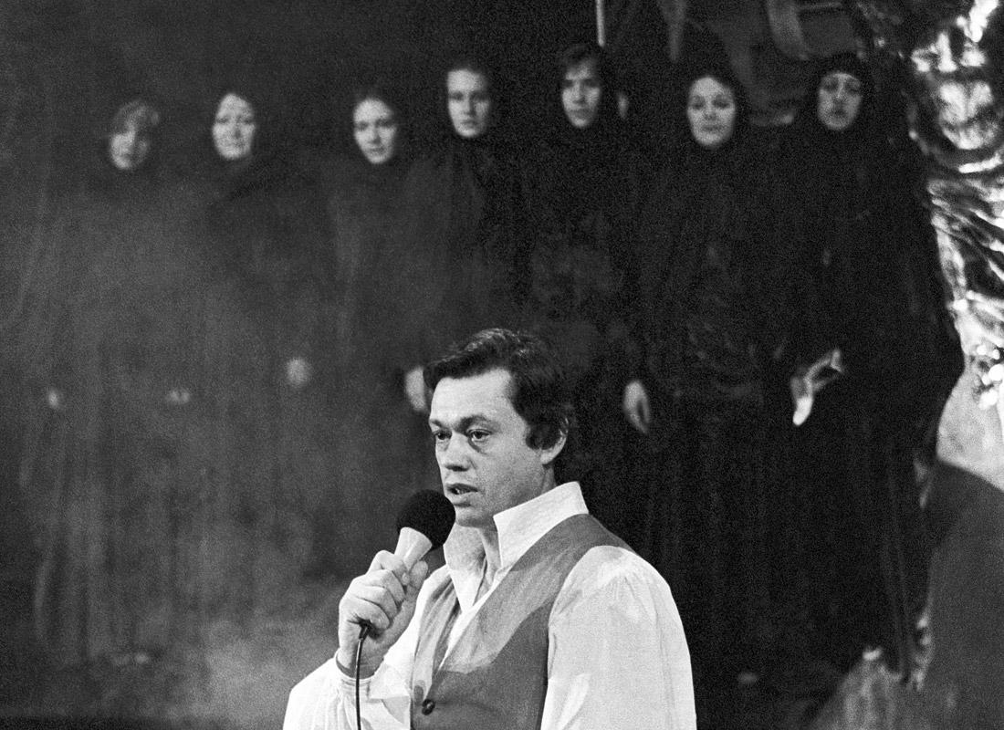 """В спектакле """"Юнона и Авось"""" на сцене театра имени Ленинского комсомола. Ноябрь, 1981 год."""