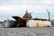 """""""Адмирал Кузнецов"""" в плавучем доке ПД-50 судоремонтного завода в Росляково. Мурманская область, август 2010 года."""