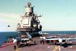 """Самолет Су-27К после учебных полетов на палубе авианесущего крейсера """"Адмирал Кузнецов"""". 1994 год."""