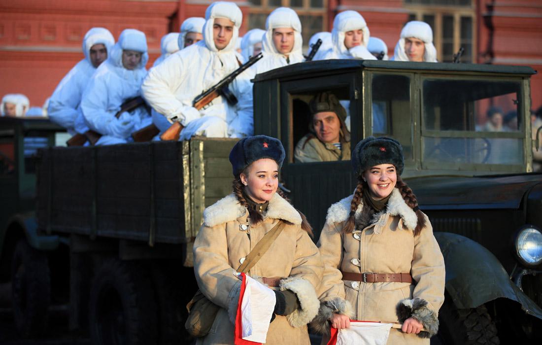 Марш на Красной площади в честь парада 1941 года