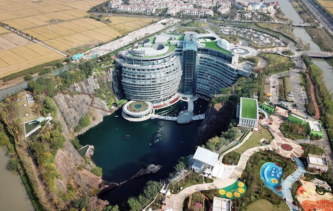 В Шанхае открылся отель на месте заброшенного карьера