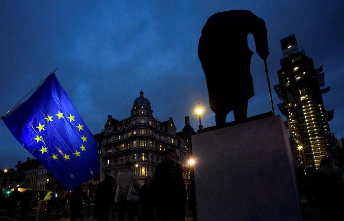Британский парламент проголосовал против соглашения по Brexit