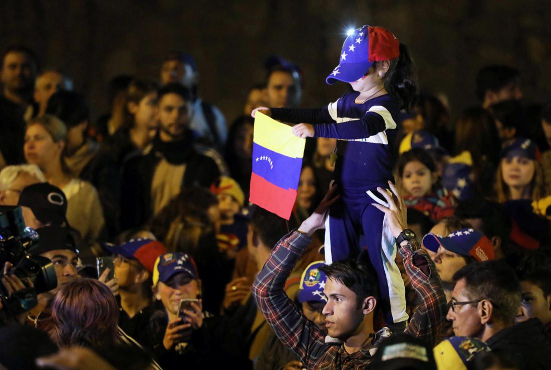 Президент США Дональд Трамп призвал признать председателя Национальной ассамблеи Гуаидо в качестве временного президента Венесуэлы и поддержать его попытки восстановить в стране конституционный порядок