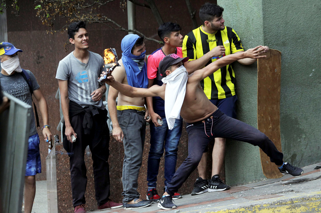 Мадуро призвал сограждан решать спорные вопросы самостоятельно - без иностранного вмешательства