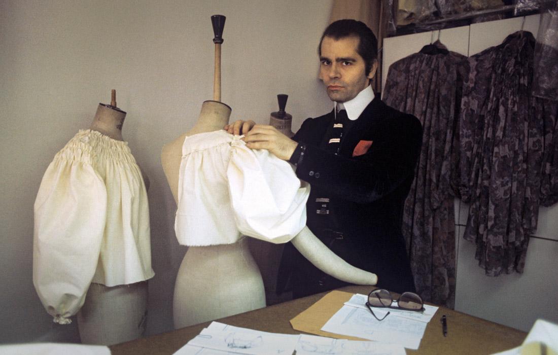 Модельер в своей студии в Париже. 1979 год.