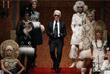 """Креативный директор дома Chanel Карл Лагерфельд на показе своей коллекции """"Москва - Париж"""" в Малом театре в Москве. 2009 год."""