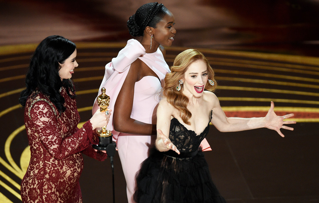 """Съемочная группа фильма """"Кожа"""" получает награду за """"Лучший короткометражный художественный фильм"""""""