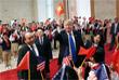 В Ханое Дональд Трамп также встретился с главой Вьетнама Нгуен Фу Чонгом. Их встреча прошла  в президентском дворце.