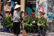 Власти Ханоя ввели беспрецедентные меры безопасности в городе. В столице Вьетнама развернуты дополнительные патрули военных и сотрудников полиции. Еще в минувшее воскресенье в город прибыли около 100 сотрудников службы госбезопасности КНДР.