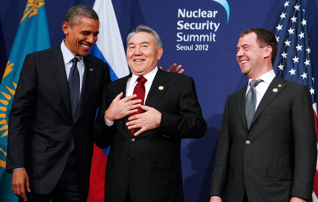 Президент США Барак Обама, президент Казахстана Нурсултан Назарбаев и президент России Дмитрий Медведев во время встречи на саммите по вопросам ядерной безопасности в Сеуле. 2012 год.
