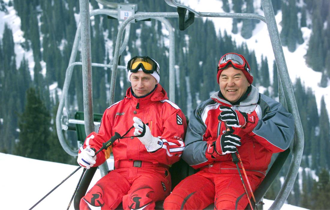 Президент России Владимир Путин и президент Казахстана Нурсултан Назарбаев в Чимбулаке. 2002 год.
