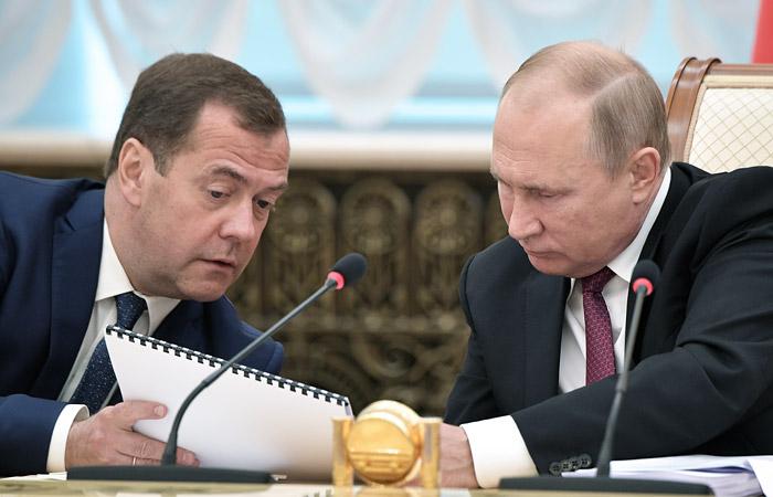 Медведев обошел Путина по размеру дохода за 2018 год