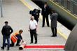Сотрудники железнодорожного вокзала Владивостока выстелили красную ковровую дорожку к первому пути
