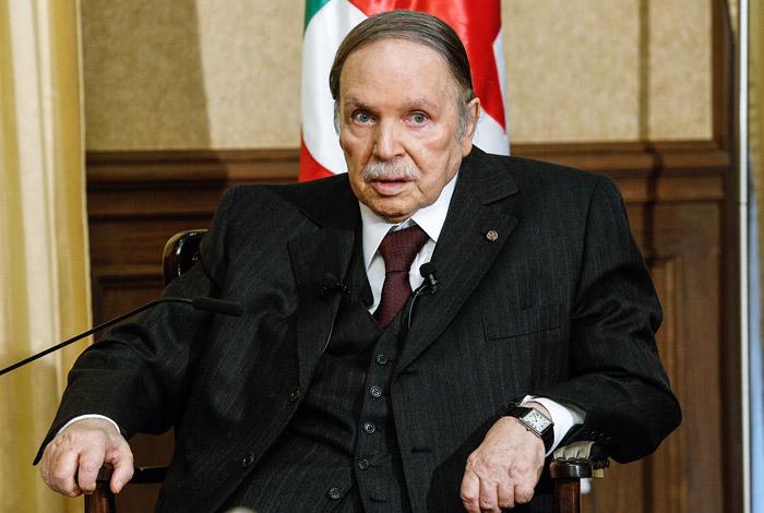 Президент Алжира решил уйти в отставку