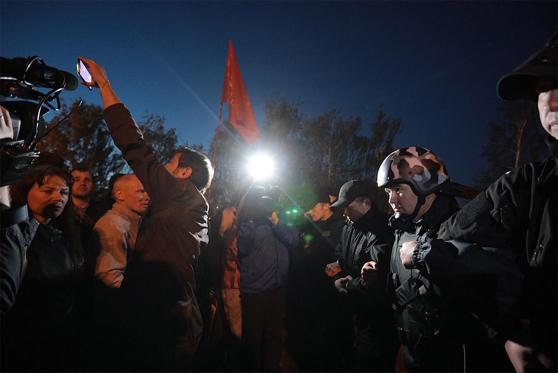 Три человека попали в больницы после акции протеста. Акция завершилась около двух часов ночи 15 мая, было задержано около двух десятков человек (по другим данным - до 28 человек, среди которых трое подростков).