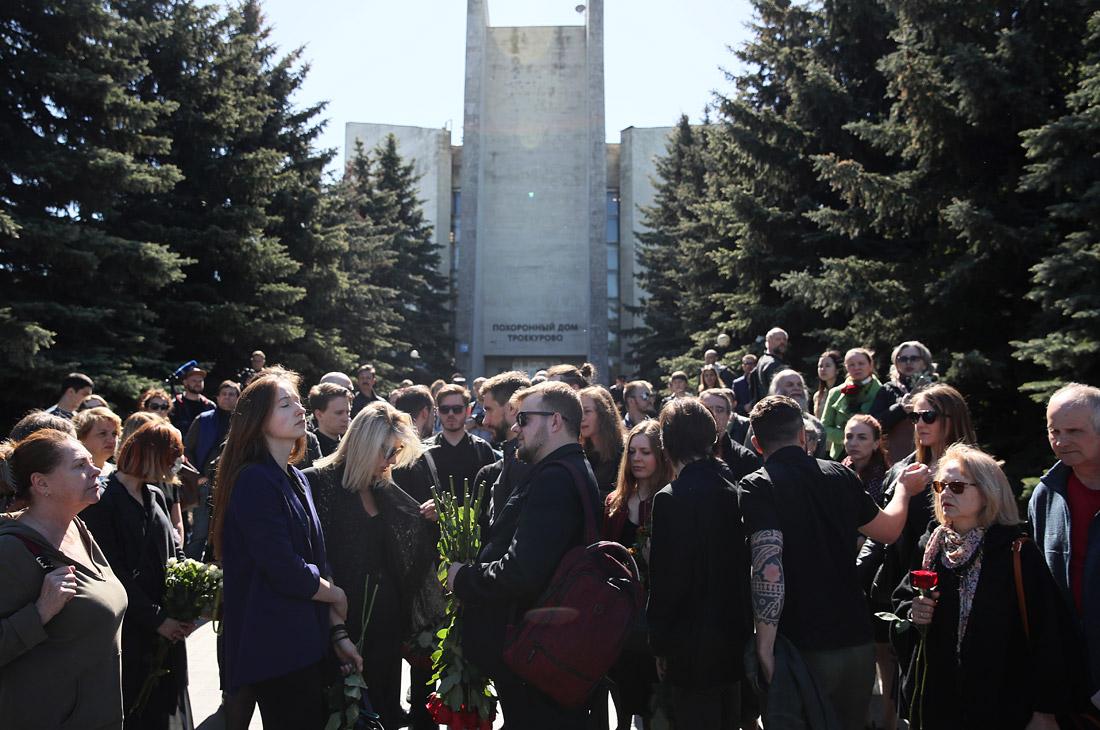 Желающие проститься с Сергеем Доренко на Троекуровском кладбище