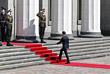 Владимир Зеленский у входа в здание Верховной рады