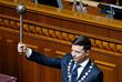 Зеленский с булавой - официальным символом власти президента Украины