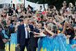 """Зеленский прошел к зданию Рады через Мариинской парк. Он назвал """"главной фишкой"""" новой власти - быть ближе к людям."""