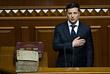 На торжественном заседании Верховной рады избранный глава государства, положив руку на конституцию, провозгласил присягу украинскому народу