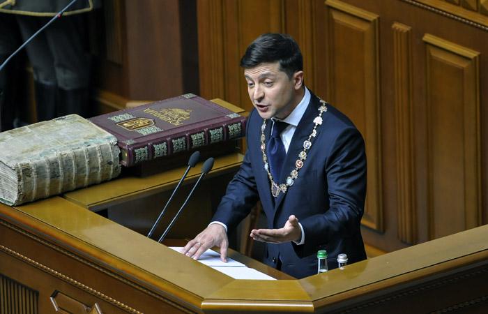 Зеленский назвал причиной роспуска Рады низкий уровень доверия граждан