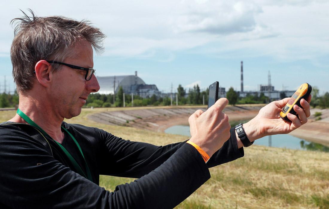 """""""Чернобыль"""" - история аварии на Чернобыльской АЭС в 1986 году, эвакуации жителей Припяти и ликвидации последствий катастрофы, - вышел на экраны в 2019 году. Большая часть натурных съемок энергоблоков проходила на выведенной из эксплуатации Игналинской АЭС в Литве, которая имеет реакторы того же типа, что и Чернобыльская станция."""