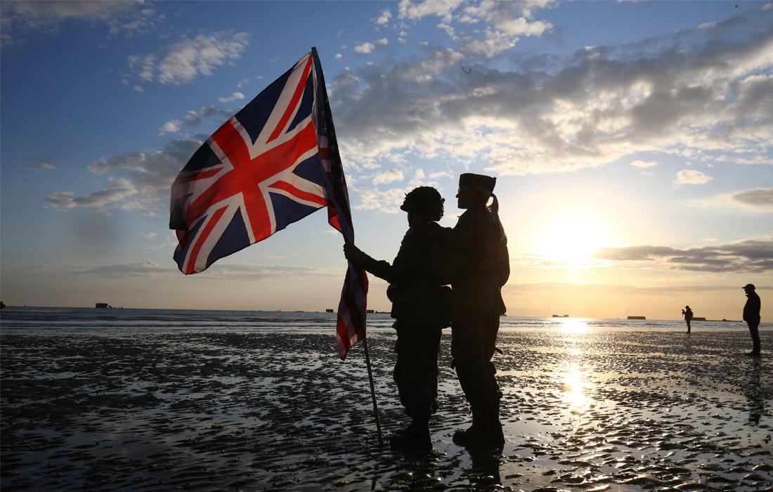 Британский флаг на открытии торжественной церемонии во Франции
