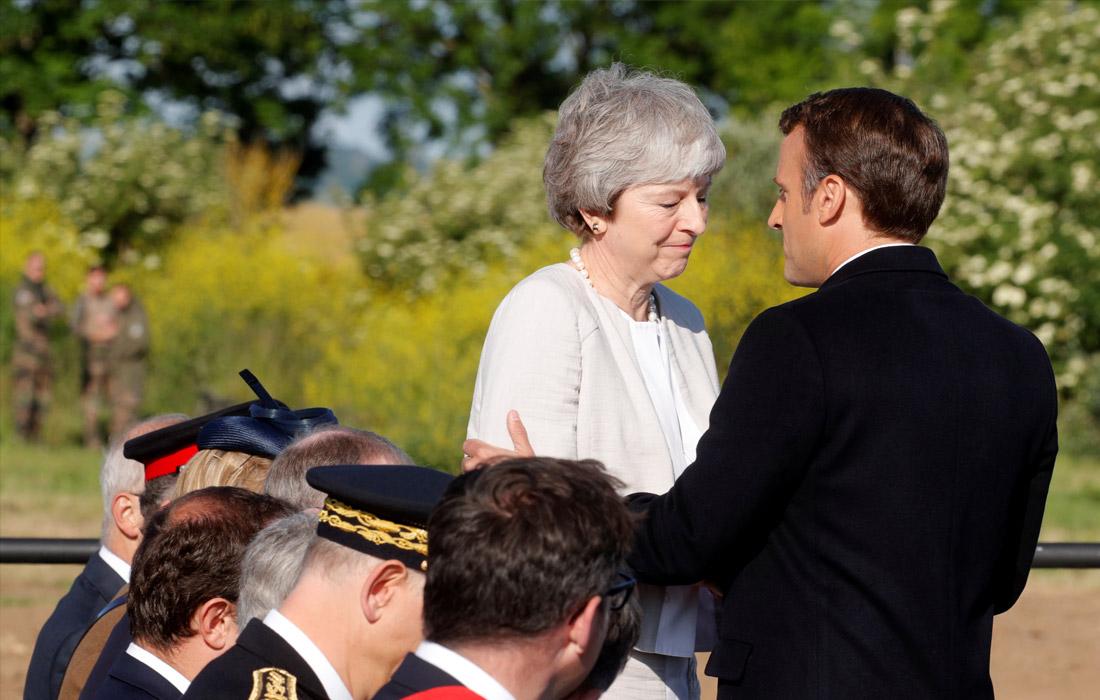 Президент Франции Эммануэль Макрон с премьер-министром Великобритании Терезой Мэй на церемонии закладки первого камня британского мемориала