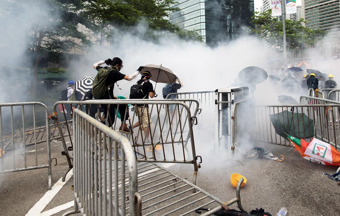 Законодательное собрание Гонконга должно было рассмотреть вопрос о поправках к закону об экстрадиции в среду, 12 июня, однако на фоне акций протеста отложило заседание на неопределенный срок