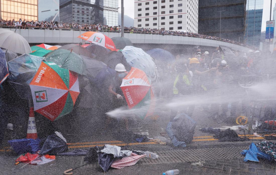 Глава Гонконга Кэрри Лам осудила беспорядки и призвала к скорейшей нормализации жизни в городе