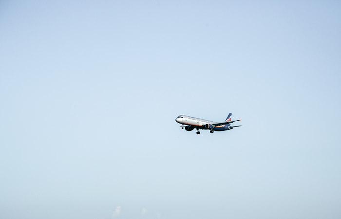 Мантуров заявил, что экипаж аварийного SSJ 100 мог продолжить полет